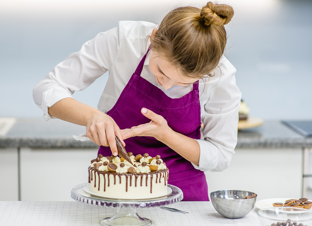 HOW TO RUN A CAKE DECORATING BUSINESS FROM YOUR HOME